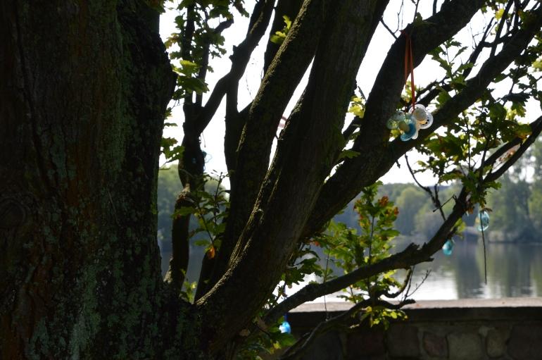Schuller am Baum 03